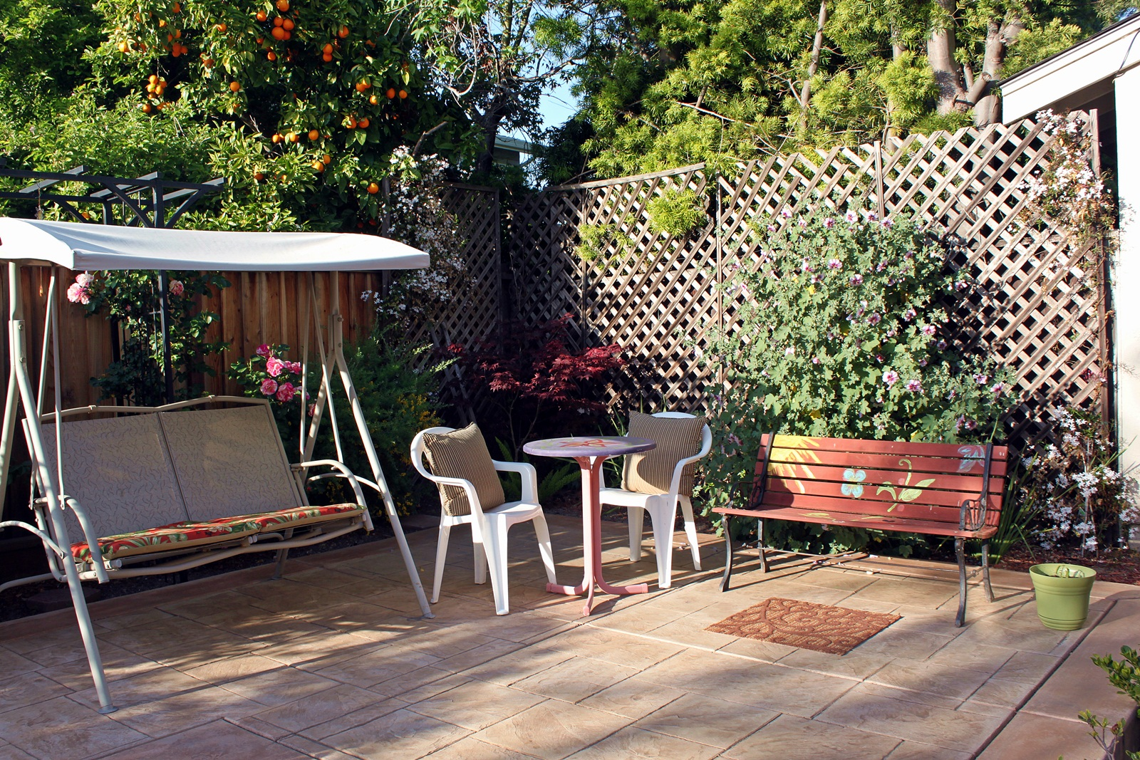 Patio design on a budget fun and food cafe for Small patios on a budget
